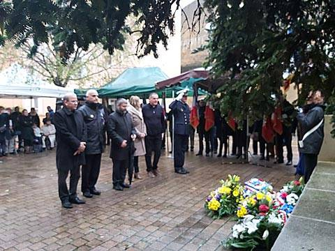 Cérémonie d'apposition d'une plaque commémorative à la mémoire des familles juives déportées d'Apt victimes de la Shoah